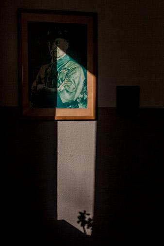 Bild eines Gemäldes von Baden Powell,dem Gründer der Pfadfnder bewegung, Im Halbschatten./ Picture of a painting by Baden Powell, the founder of the scout movement, in the penumbra.